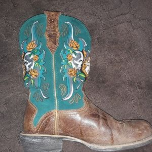ISO  these 2 ariat skull boots